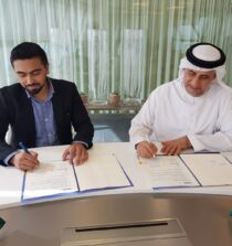 Tasneef chief executive, Engineer Saeed Almaskari, signing a cooperation agreement with the chief executive of Abyss Solutions, Dr. Nasir Ahsan